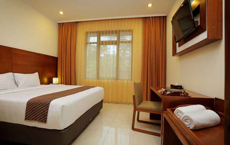Multazam Syariah Hotel Solo - Deluxe with Breakfast