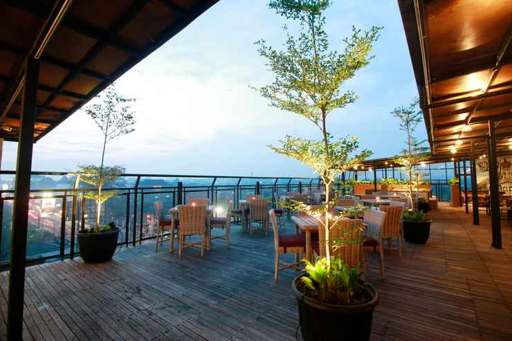 BAR_CAFE_LOUNGE Yellow Star Ambarukmo Hotel