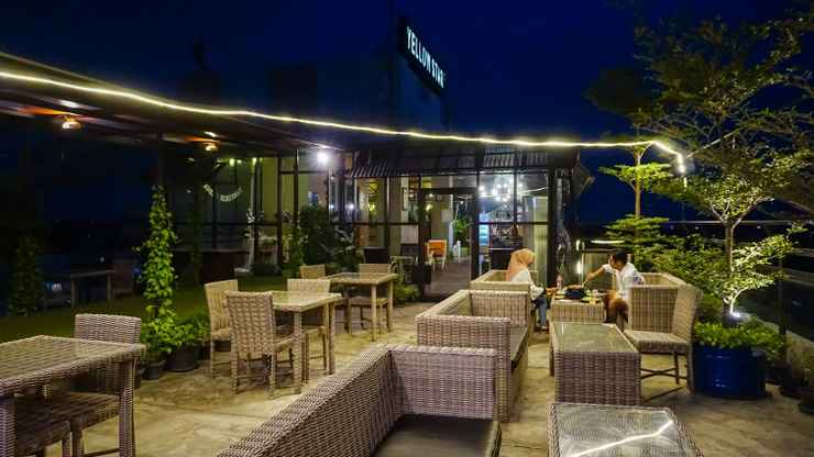 RESTAURANT Yellow Star Gejayan Hotel