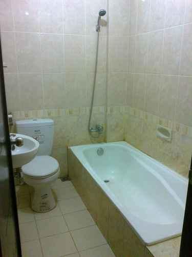BATHROOM Hotel Pramesthi Tegal