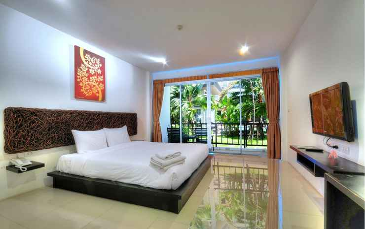 BS Premier Airport Bangkok - Premier Poolside + Transfer With Breakfast