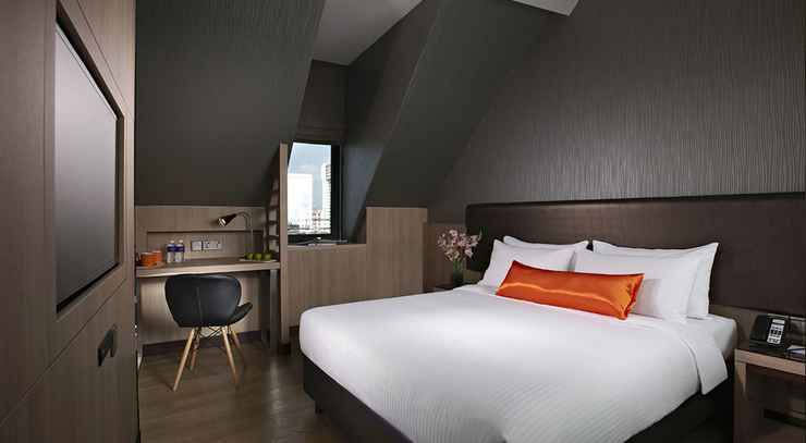 BEDROOM Aqueen Hotel Kitchener (SG Clean, Staycation Approved)
