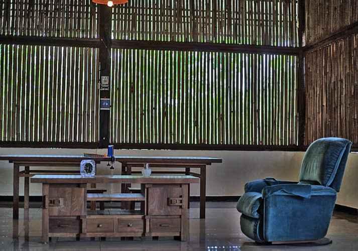 LOBBY Penginapan Keluarga Cassava Resort