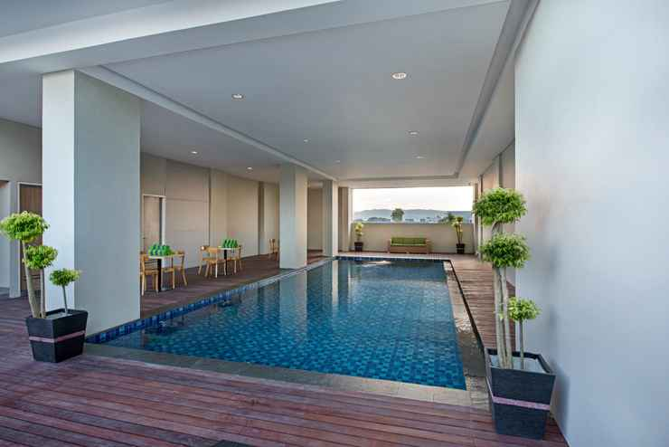 SWIMMING_POOL Whiz Prime Hotel Ahmad Yani Lampung