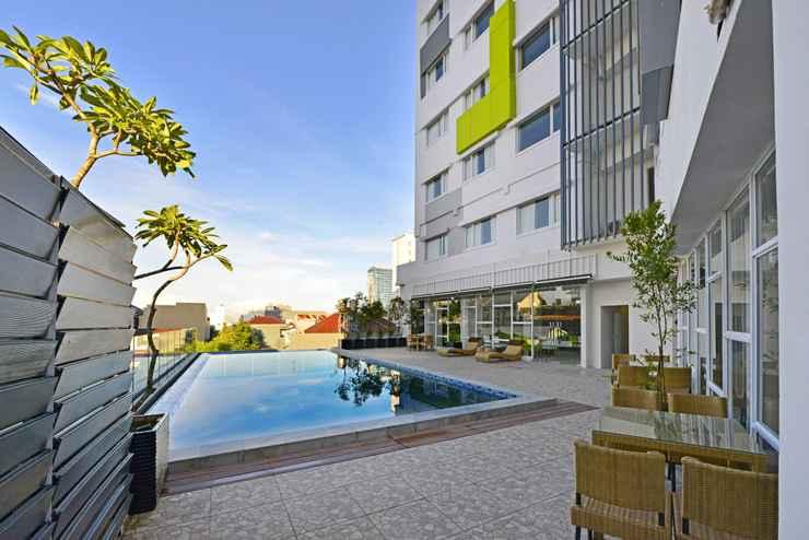 SWIMMING_POOL Whiz Prime Hotel Hasanuddin Makassar