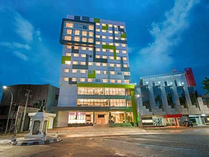 LOBBY Whiz Prime Hotel Hasanuddin Makassar