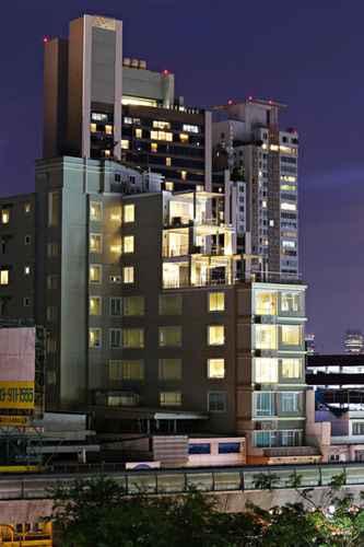 EXTERIOR_BUILDING วี เรสซิเดนซ์ โฮเต็ล แอนด์ เซอร์วิซ อพาร์ตเมนต์