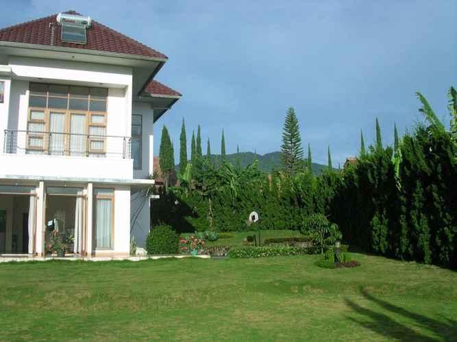 EXTERIOR_BUILDING Villa Sophia Cimacan Puncak