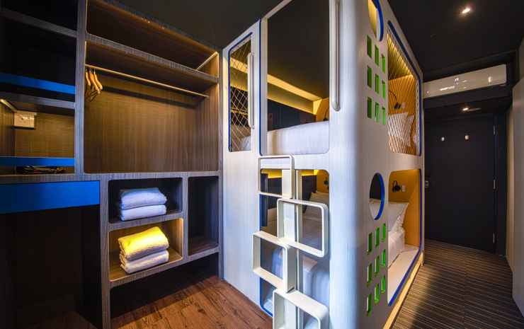 CUBE Family Boutique Capsule Hotel @ Chinatown Singapore - Deluxe Quad Room for 4 adults with Private Bathroom