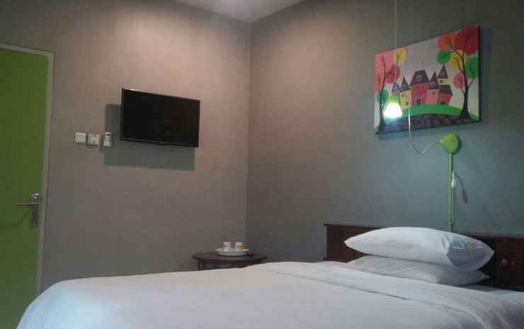 Jeng Tini Guest House Bogor - Double Room With Garden View