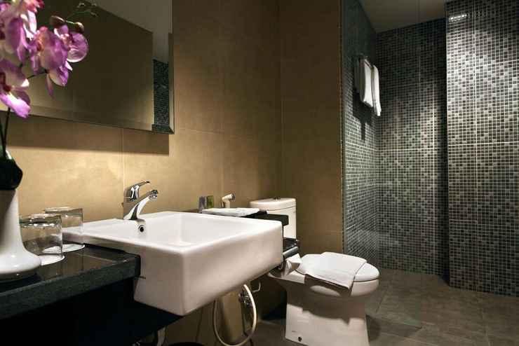 BATHROOM Core Hotel Malioboro City Yogyakarta