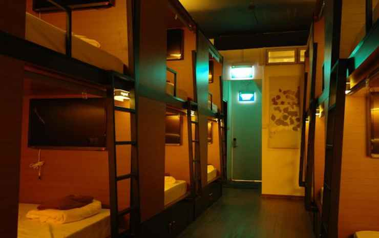 Chic Capsule Otel Singapore - Free Departure Airport Transfer- Twin Bed in Female Capsule Room