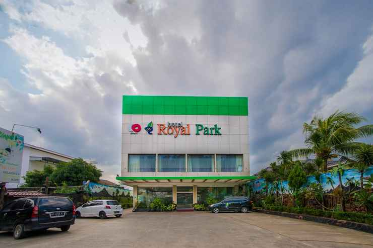 EXTERIOR_BUILDING Capital O 949 Royal Park Hotel