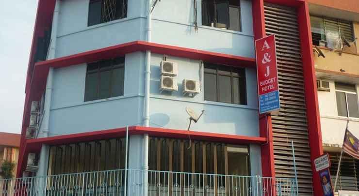EXTERIOR_BUILDING A & J Hotel
