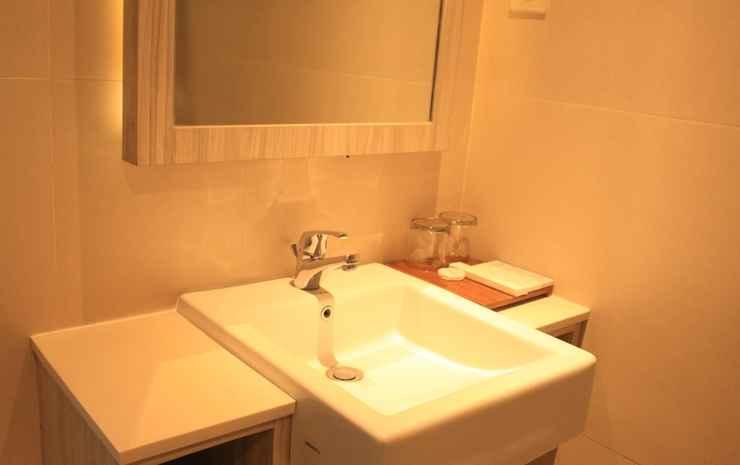 Front One Akshaya Hotel Karawang Karawang - Deluxe Pool  Room Only Non Refundable