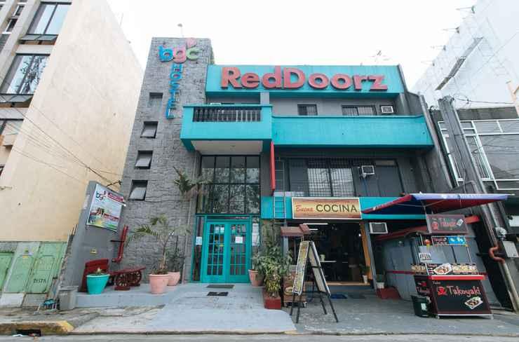 EXTERIOR_BUILDING RedDoorz Plus @ Danlig Street Makati