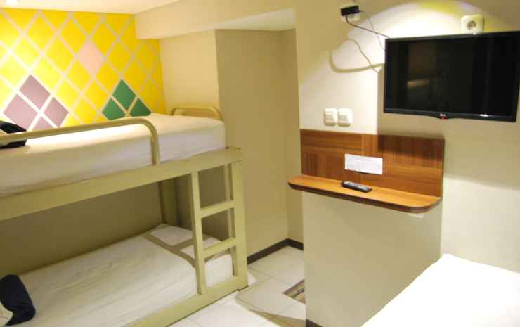 SubWow Hostel Bandung Bandung - 3 Bed in 1 Room Share Private Bathrooom Room only