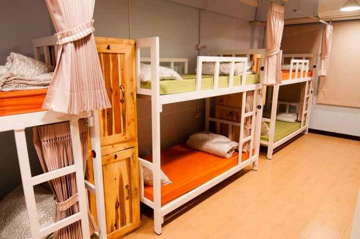 BEDROOM eat-Ting Cafe' and Hostel