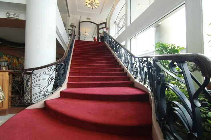 LOBBY Hotel Supreme Convention Plaza