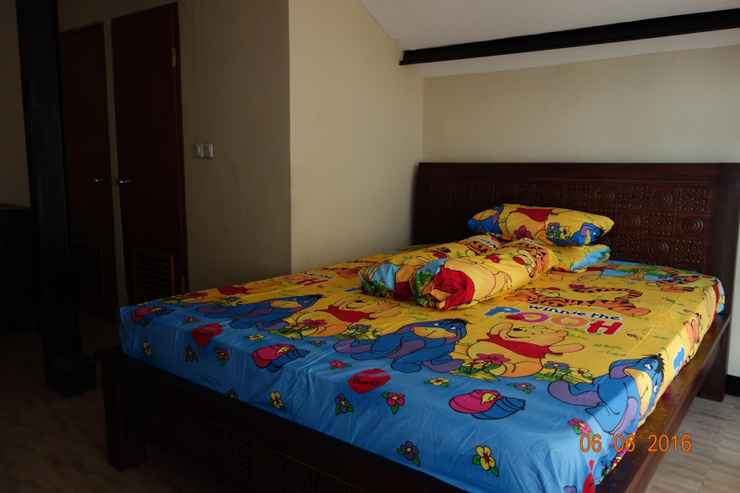 BEDROOM Spacious Room in Kebayoran Baru for Female (GRT)