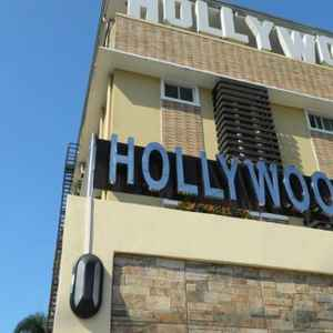 HOLLYWOOD SUITES AND RESORTS - MARILAO