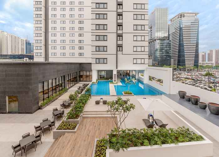 SWIMMING_POOL Seda Bonifacio Global City