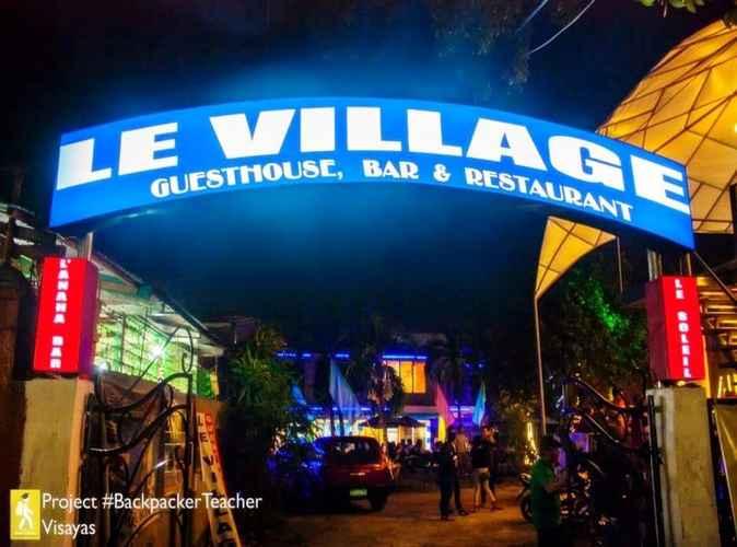 EXTERIOR_BUILDING Le Village Guesthouse & Bar