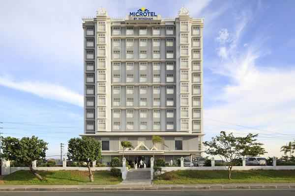 EXTERIOR_BUILDING Microtel Inn & Suites by Wyndham At Mall of Asia