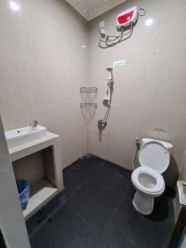 BATHROOM Simple Room near Mega Kemayoran (TOB)