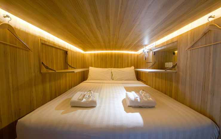 CUBE Boutique Capsule Hotel @ Chinatown Singapore - Queen Capsule in Shared Capsuled Room (with Shared Bathroom)