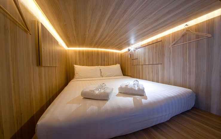 CUBE Boutique Capsule Hotel @ Chinatown Singapore - Queen Premium Capsule in Shared Capsules Room (with Shared Bathroom)
