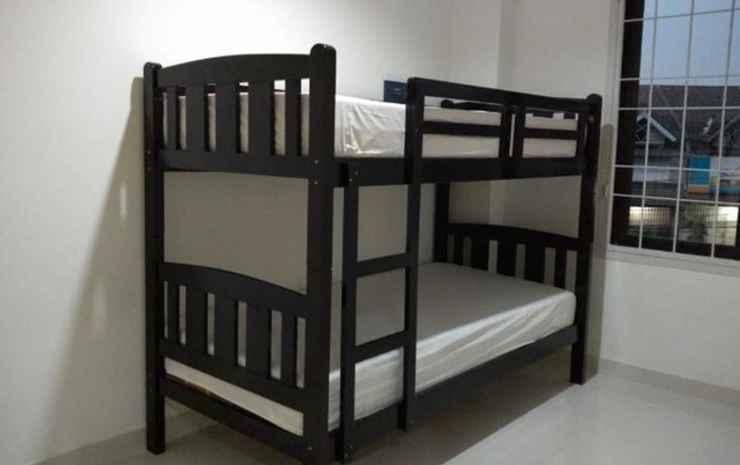 Novaren Guesthouse Tangerang Selatan - Three Bed Private Room