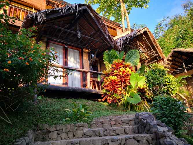 EXTERIOR_BUILDING Novie's Tourist Inn