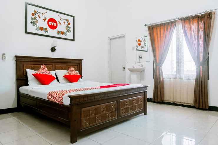 BEDROOM OYO 1069 Hotel New Rajawali