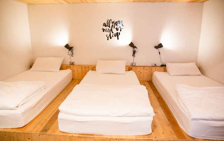 MovyLodge Hostel Bangkok - Triple Room with Shared Bathroom