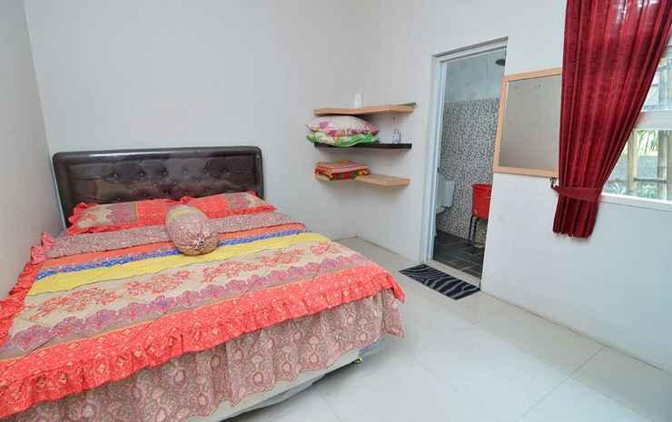 Villa Hitam Putih Malang - Four Bedrooms