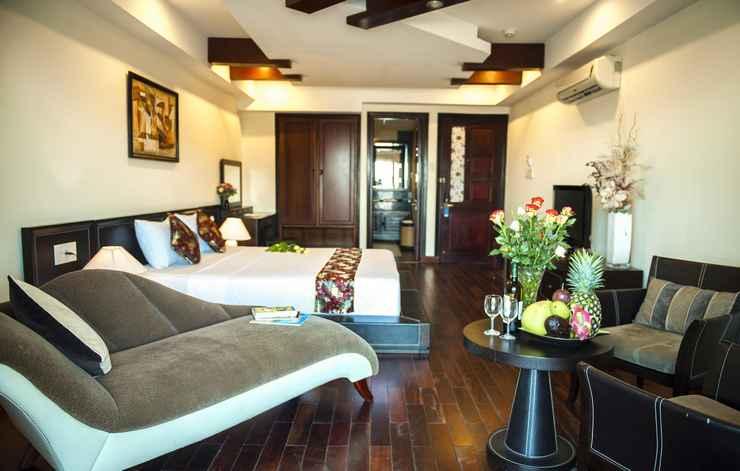 BEDROOM The Summer Hotel