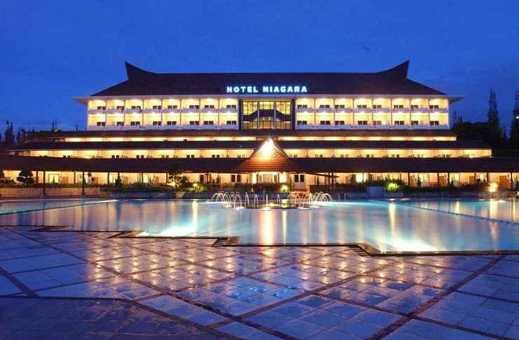EXTERIOR_BUILDING Niagara Hotel Lake Toba & Resorts