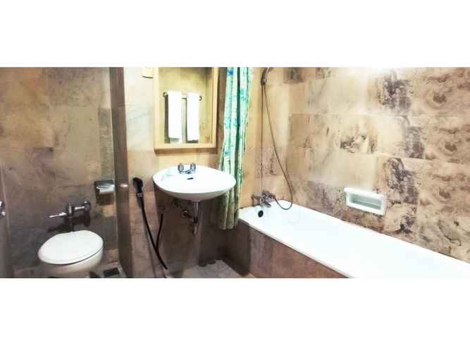 BATHROOM Merpati Hotel