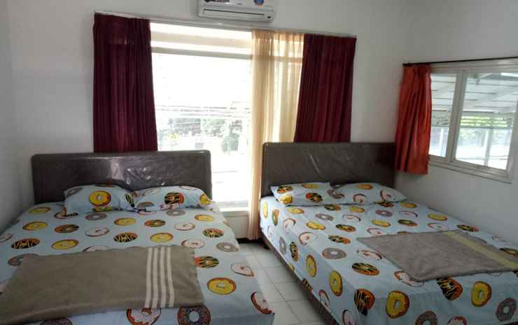 Mahameru Homestay Malang - Familly Room AC/4pax with Private Bathroom