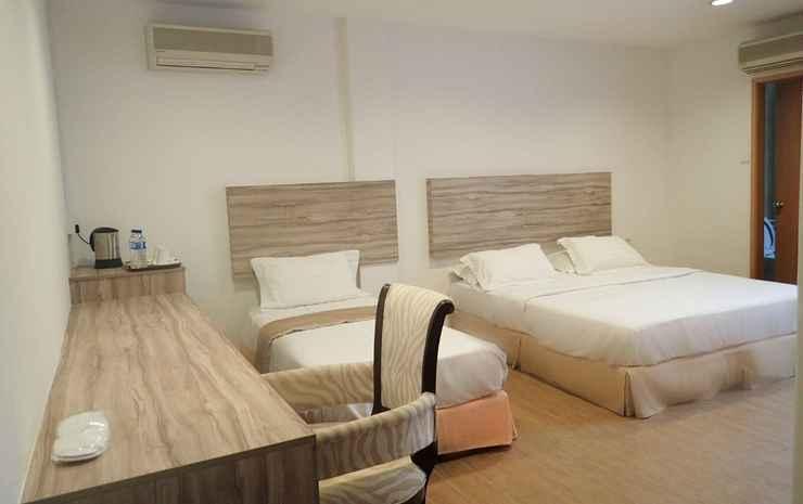 RedDoorz Plus @ Victoria Hotel Singapore - 2D1N Bento Package - Family Room + Bento for 3