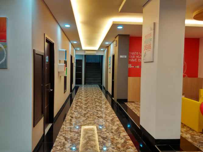 LOBBY Front One Hotel Lahat