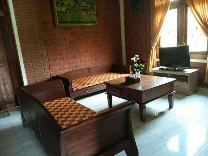 LOBBY Cozy Room at Warung Limasan Homestay
