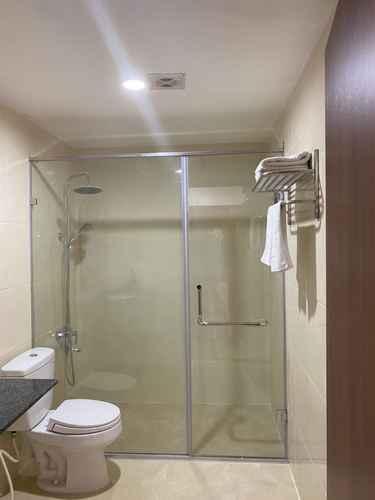 BATHROOM Khách sạn Blue Sky Ha Long