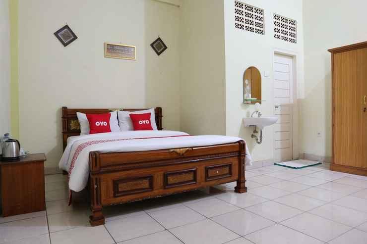 BEDROOM OYO 1858 Hotel Almadinah Syariah