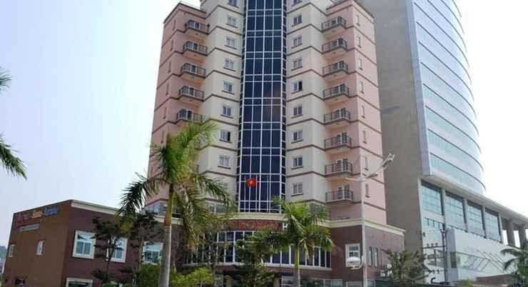 EXTERIOR_BUILDING Crown Hotel