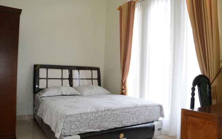 Elegant Room at Dessy Guest House (DJ1) Bukittinggi - Standard Room, Pasangan butuh bukti nikah, Max check in 10 pm