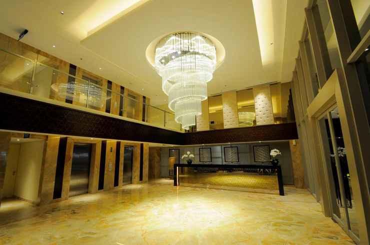 LOBBY Louis Kienne Hotel Pandanaran