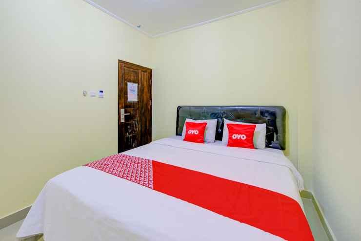BEDROOM OYO 3791 HOTEL KJA