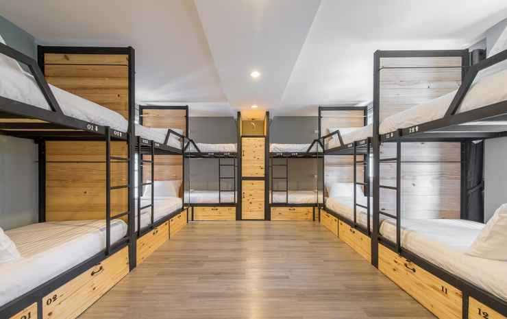 X9Hostel Bangkok - Deluxe Family Room with shared bathroom